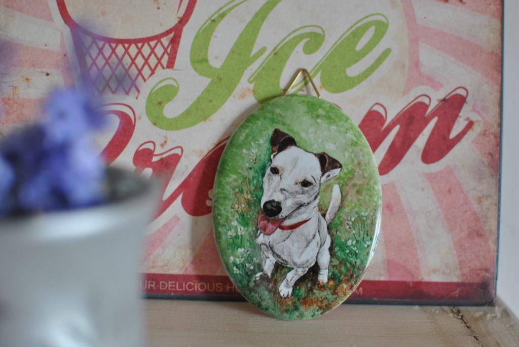 cane dipinto su porcellana